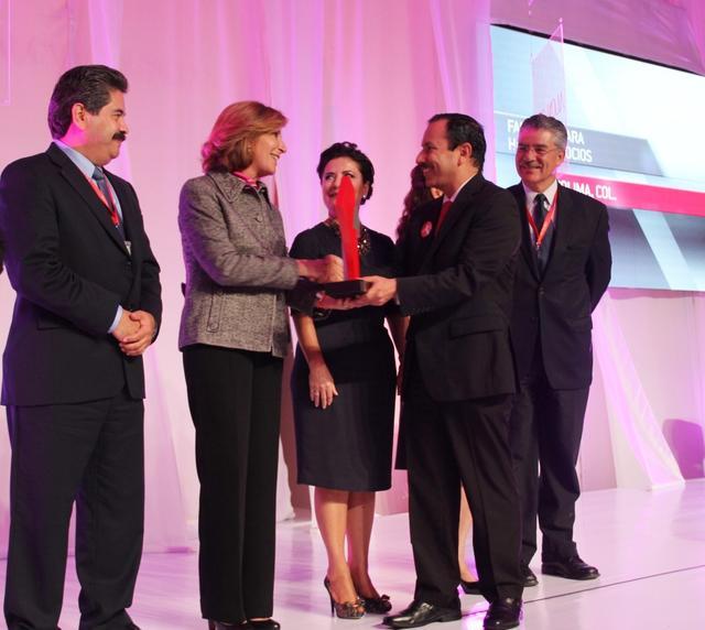 Entregan premio nacional a Federico Rangel