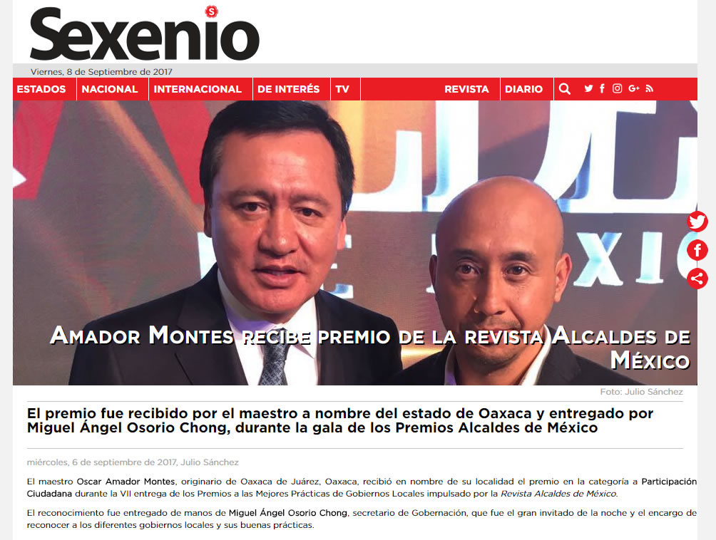 El premio fue recibido por el maestro a nombre del estado de Oaxaca y entregado por Miguel Ángel Osorio Chong, durante la gala de los Premios Alcaldes de México